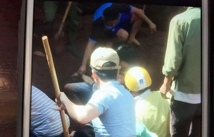 Sụt đất trong lúc xây nhà: 1 người chết, 2 trọng thương