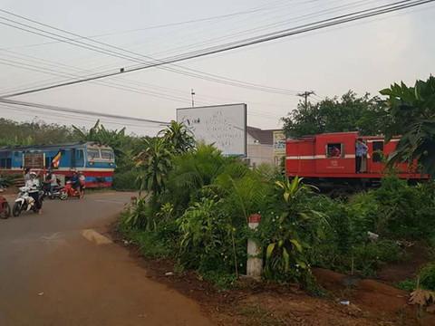 Tàu hỏa suýt đâm nhau ở Đồng Nai