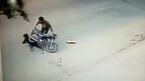 Chồng phóng xe bạt mạng gây tai giao thông, vợ gánh hậu quả