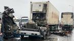 Đầu xe container văng xuống đường khi húc trúng xe tải