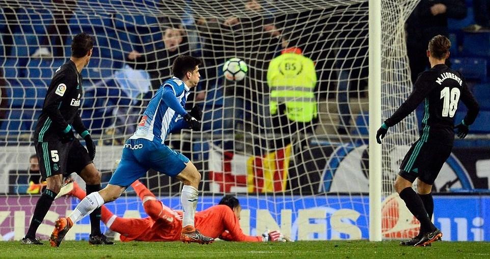 Vắng Ronaldo, Real Madrid 'chết đứng' ở phút 93