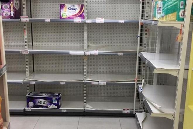 Người dân Đài Loan đổ xô đi mua tích trữ giấy vệ sinh