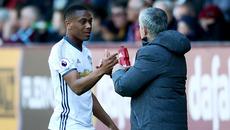 """Mourinho nổi đóa sếp MU vì chưa """"thưởng"""" Martial"""