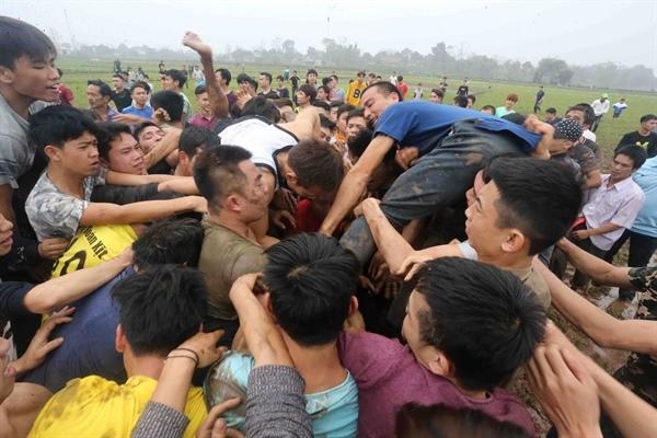 Bộ Văn hoá đề nghị chấn chỉnh cướp phết Hiền Quan