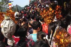 Đình chỉ 7 cán bộ Kho bạc Nhà nước đi lễ chùa