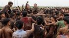 Hỗn chiến cướp phết: Trăm thanh niên giẫm đạp lên nhau