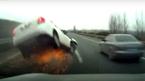 Ô tô mất lái bay qua đường toé lửa trên cao tốc