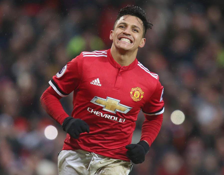 MU hối hận ký Sanchez, Mourinho cãi nhau to