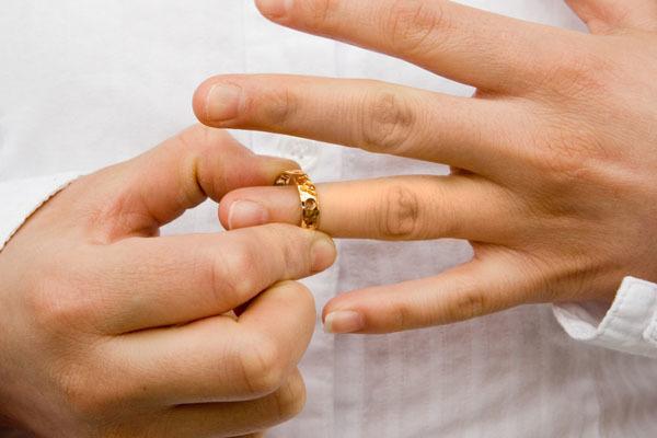 Vợ bỏ đi, chồng có được đơn phương ly hôn?