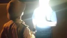 Chiếu đèn pin vào người quay phim, đội phó CSGT bị đình chỉ công tác