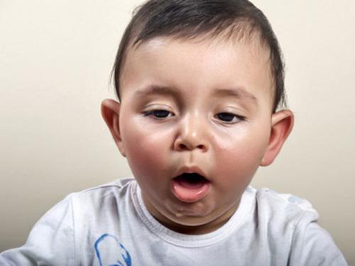 Xử trí tại chỗ dị vật đường thở cho trẻ