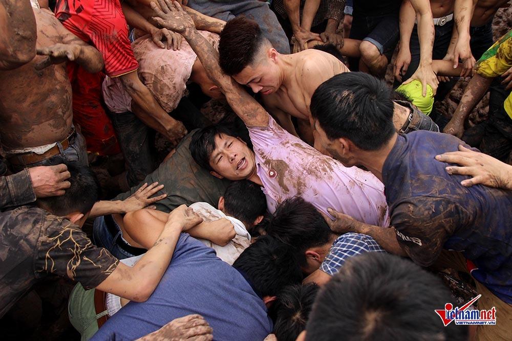 Bộ Văn hóa yêu cầu báo cáo về sự hỗn loạn của lễ hội cướp Phết