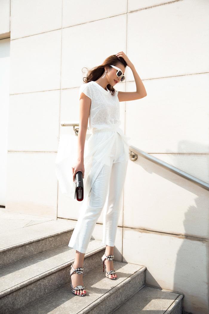 Thanh Hằng gợi ý phong cách thời trang ngày nắng
