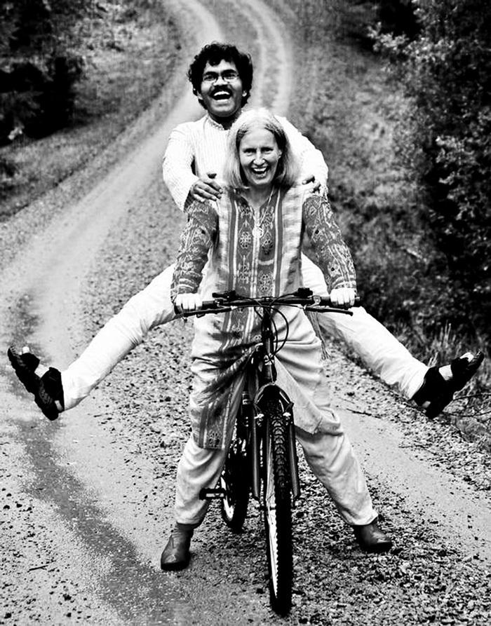 Câu chuyện cảm động về chàng trai đạp xe xuyên châu lục vì tình