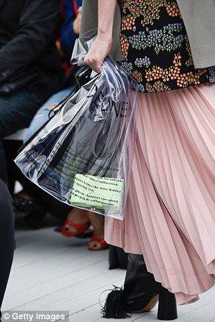 Chỉ là cái túi nilon thôi mà giá tới 13 triệu đồng