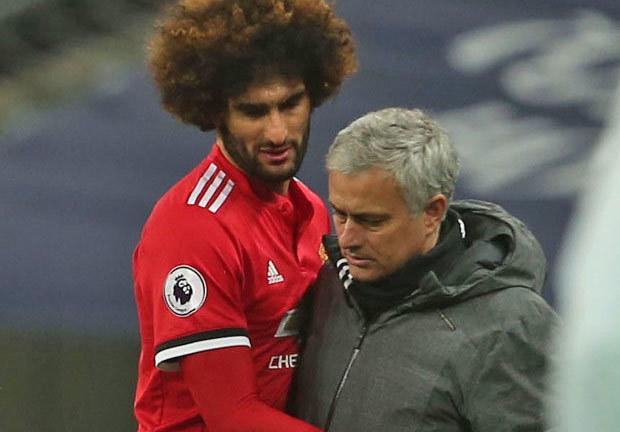 Mourinho bất lực nhìn Fellaini rời MU, đàm phán Roma