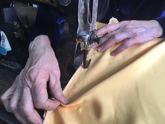Lời đề nghị của khách khiến người thợ may phố cổ ngỡ ngàng