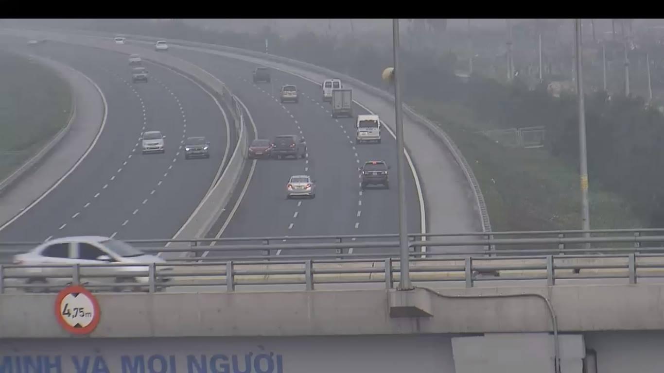 Rùng mình cảnh 'xe điên' ngược chiều trên cao tốc Hà Nội-Hải Phòng