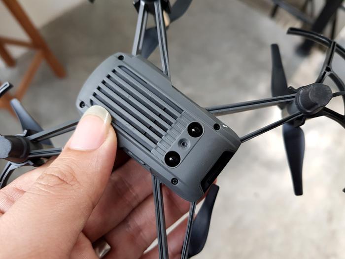 Lái thử flycam mini cùng hãng Phantom, giá chỉ 2 triệu đồng