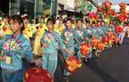 Nghìn người chen chân xem lễ hội Tết Nguyên tiêu ở Sài Gòn
