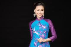 Gương mặt đẹp nhất HHHV 2017 khoe nét tinh tế trong áo dài Việt