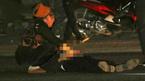 Hai vợ chồng đi bộ qua đường, chồng bị xe tải húc tử vong