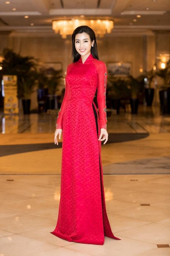 Hoa hậu Mỹ Linh 'lột xác' trong tà áo dài phong cách cổ điển