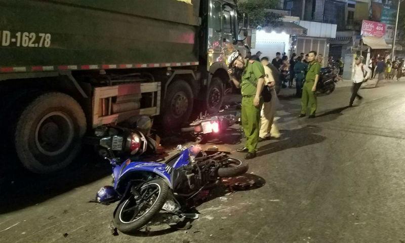 Vụ tai nạn liên hoàn ở Sài Gòn: Tài xế tránh xe máy băng ra từ trong hẻm?