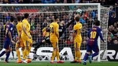 Messi sút phạt tuyệt đỉnh, Barca tiến sát ngôi vương