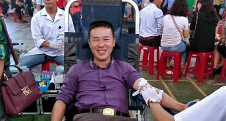 Đi 200km xuyên đêm ra Hà Tĩnh hiến máu cực hiếm cứu người
