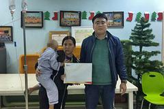 Trao 65 triệu đồng tới em Nguyễn Văn Bằng bị ung thư máu