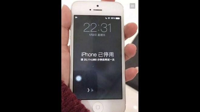 iPhone bị khoá 47 năm vì để con nghịch