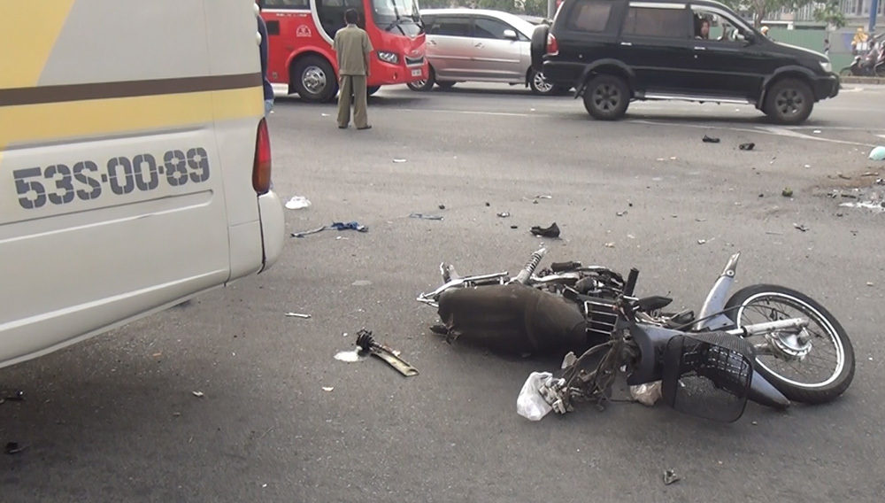 tai nạn,tai nạn xe khách,sài gòn,tai nạn chết người,tai nạn giao thông
