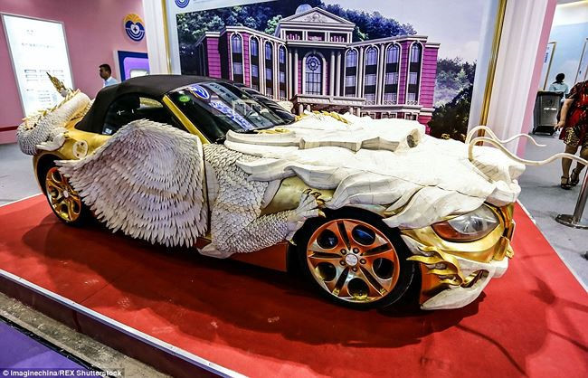 Những chiếc ô tô dát vàng theo cách chẳng giống ai của các đại gia