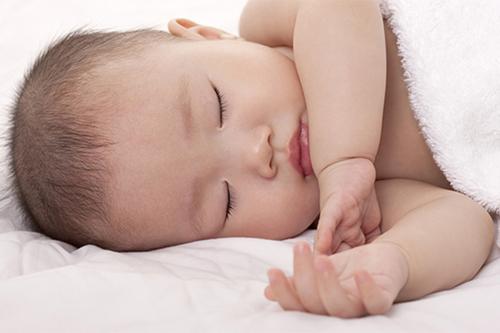 7 mẹo vặt giúp bé ngủ ngoan không quấy khóc