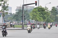 Trường hợp nào người đi xe máy được phép vượt đèn đỏ?