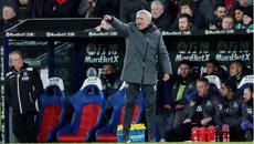 Mourinho nạt nộ học trò giờ giải lao giúp MU bừng tỉnh