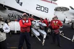 Hé lộ cuộc sống trên tàu sân bay USS Carl Vinson