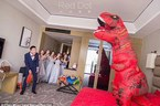Cô dâu xinh đẹp hóa khủng long dọa chú rể