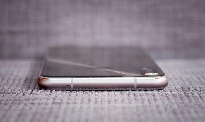 ZenFone 5 với tai thỏ xuất hiện tại VN, không khác gì iPhone X