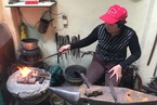 Nữ thợ rèn ở Sài Gòn và món quà ngày 8/3 của chồng
