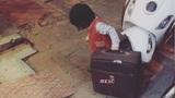 Bé gái 2 tuổi đòi kéo vali bỏ nhà đi trong đêm