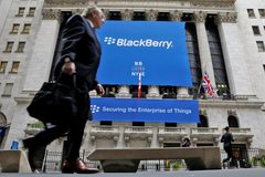 Làm ăn bết bát, BlackBerry kiện Facebook để kiếm tiền