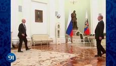 Xem Putin trổ tài tâng bóng trong điện Kremlin