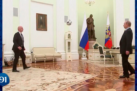 Putin tâng bóng
