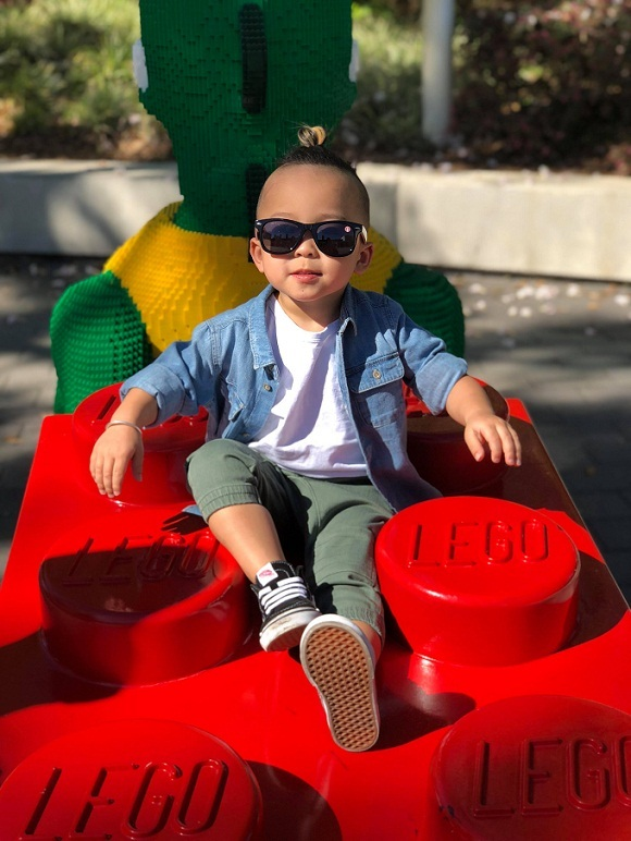 Cuộc sống sang chảnh, giàu có của cậu bé Việt kiều gây sốt