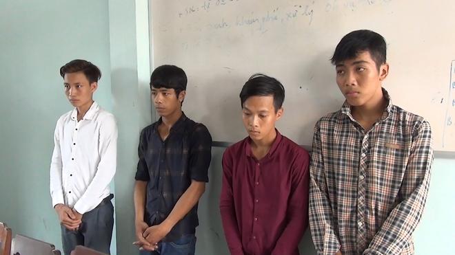 Khởi tố 4 thanh niên xúc phạm Cờ tổ quốc