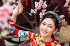 Á hậu cao 1m8 diện áo dài rạng rỡ trên báo Hàn