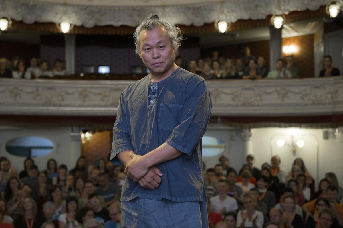 Đạo diễn nổi tiếng bị cáo buộc hãm hiếp diễn viên trên trường quay