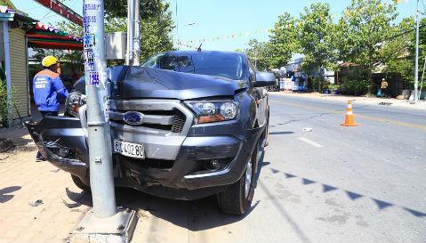 CSGT Bình Dương bị xe thuốc lá lậu tông trọng thương
